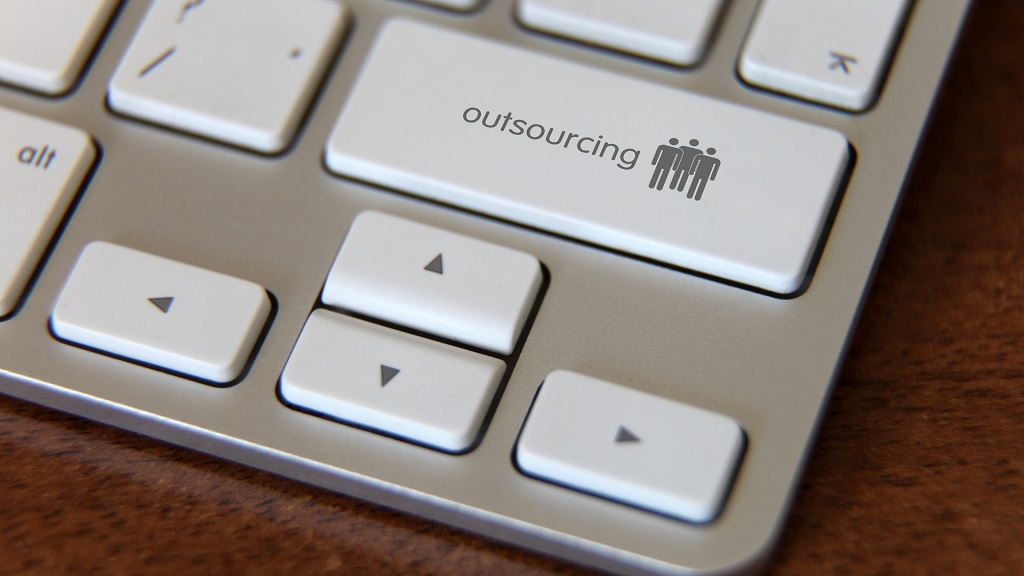 it outsourcing vs. managed services